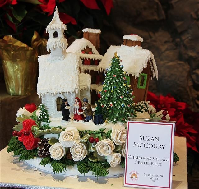 Sweet Christmas Inspiration Served by Jaw Dropping DIY Gingerbread Houses homesthetics (11)