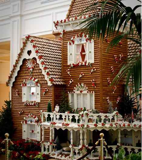 Sweet Christmas Inspiration Served by Jaw Dropping DIY Gingerbread Houses homesthetics (14)