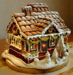 Sweet Christmas Inspiration Served by Jaw Dropping DIY Gingerbread Houses homesthetics (18)