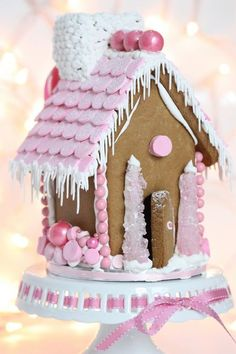 Sweet Christmas Inspiration Served by Jaw Dropping DIY Gingerbread Houses homesthetics (20)