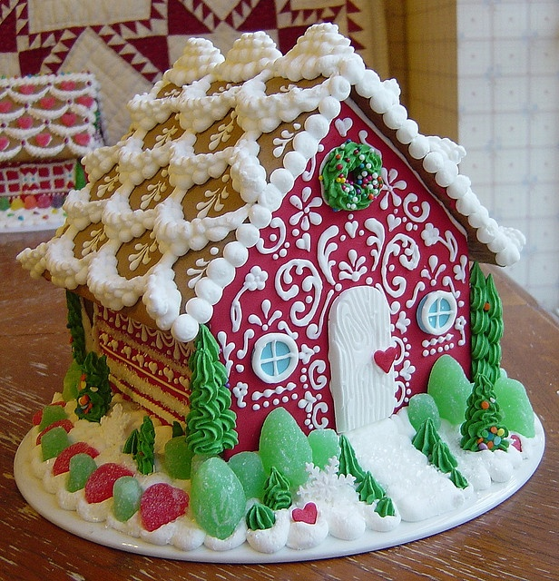 Sweet Christmas Inspiration Served by Jaw Dropping DIY Gingerbread Houses homesthetics (7)
