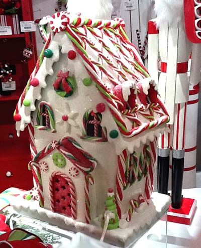 Sweet Christmas Inspiration Served by Jaw Dropping DIY Gingerbread Houses homesthetics (9)