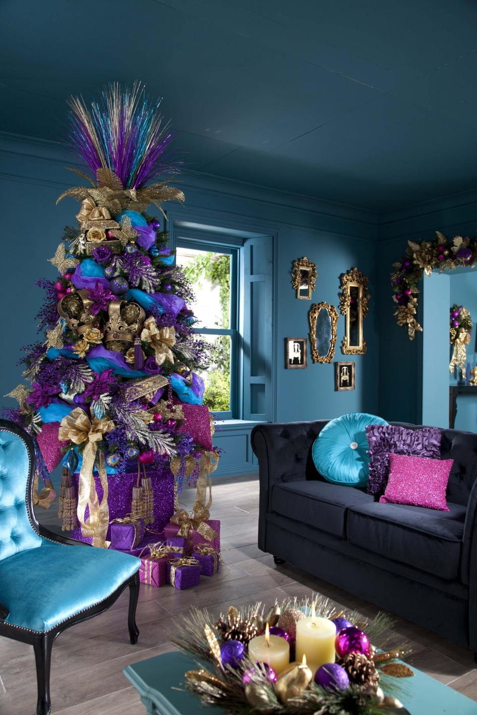 decoration-ideas-extraordinary-colorful-christmas-gift-boxs-like-tree-with-excellent-gray-sofa-also-exclusive-blue-chair-sensational-classic-christmas-tree-decorating-ideas-945x1417