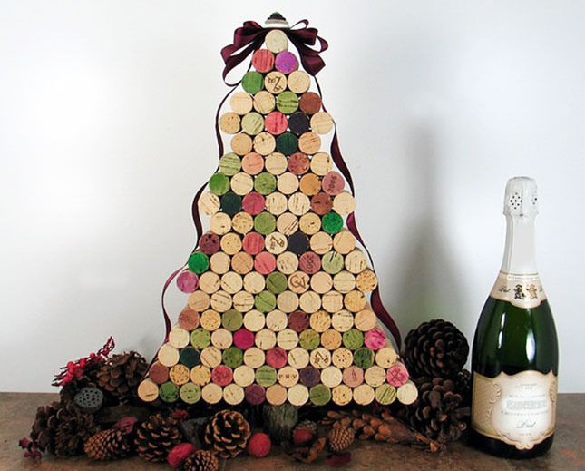 1 40 Creative and Inspiring Ideas For a DIY Non-Traditional Christmas Tree Project homesthetics (12)