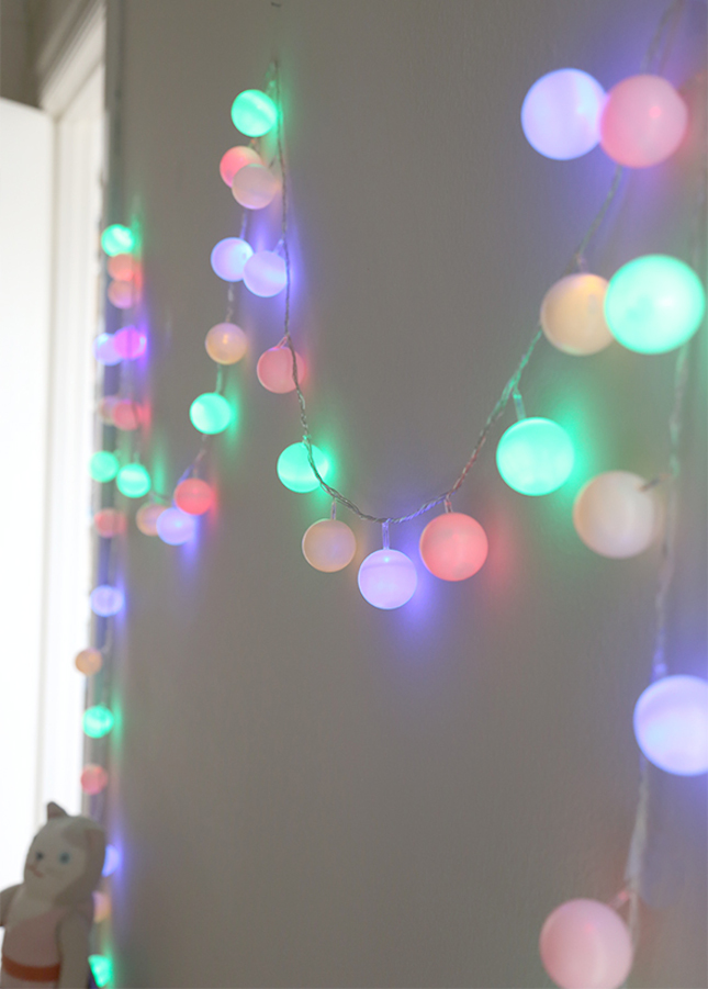 18 Creative and Whimsical Examples That Will Learn You How Decorate With String Lights homesthetics (6)