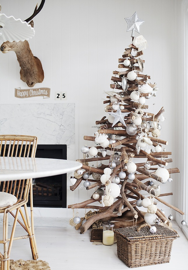 18 Exceptionally Brilliant Modern Christmas Tree Alternatives That You Can Embrace homesthetics (10)