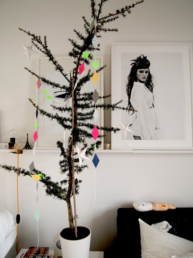 18 Exceptionally Brilliant Modern Christmas Tree Alternatives That You Can Embrace homesthetics (12)