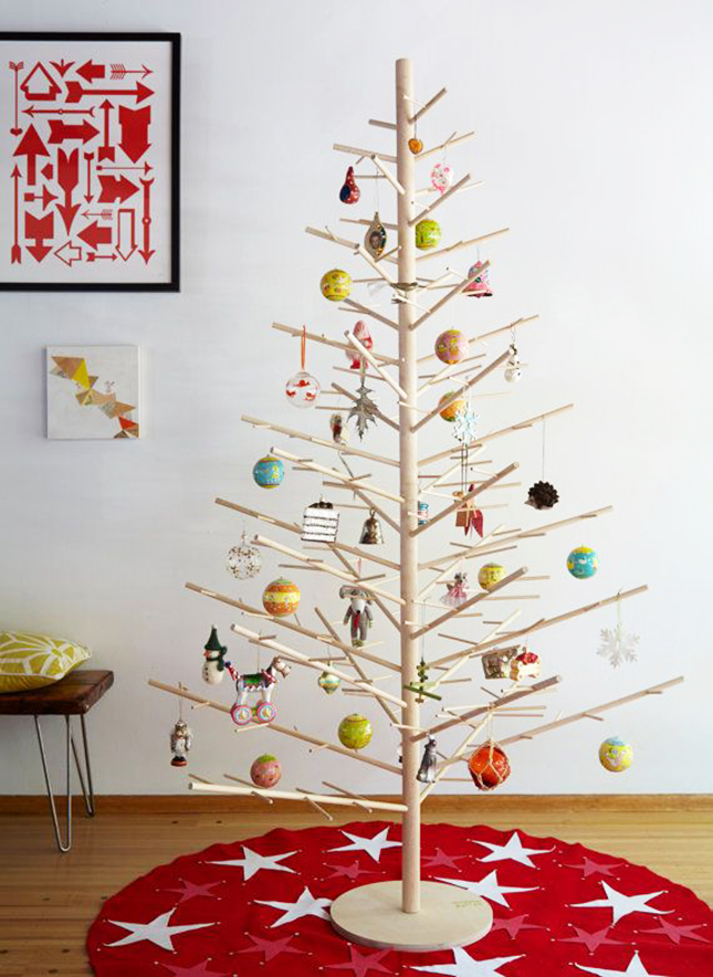 18 exceptionally brilliant modern christmas tree alternatives that you can embrace homesthetics 13 - Modern Christmas Tree Decorations