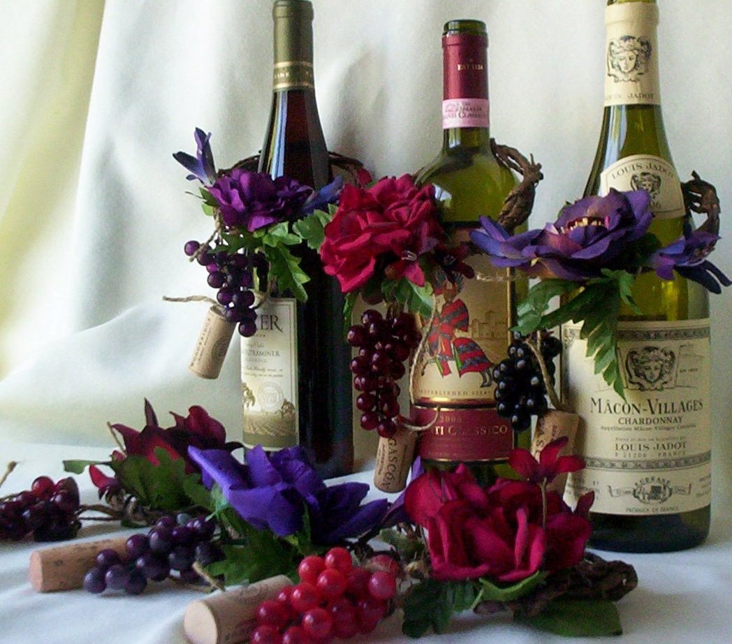 31 Beautiful Wine Bottles For Any Table_homestheitcs (13)
