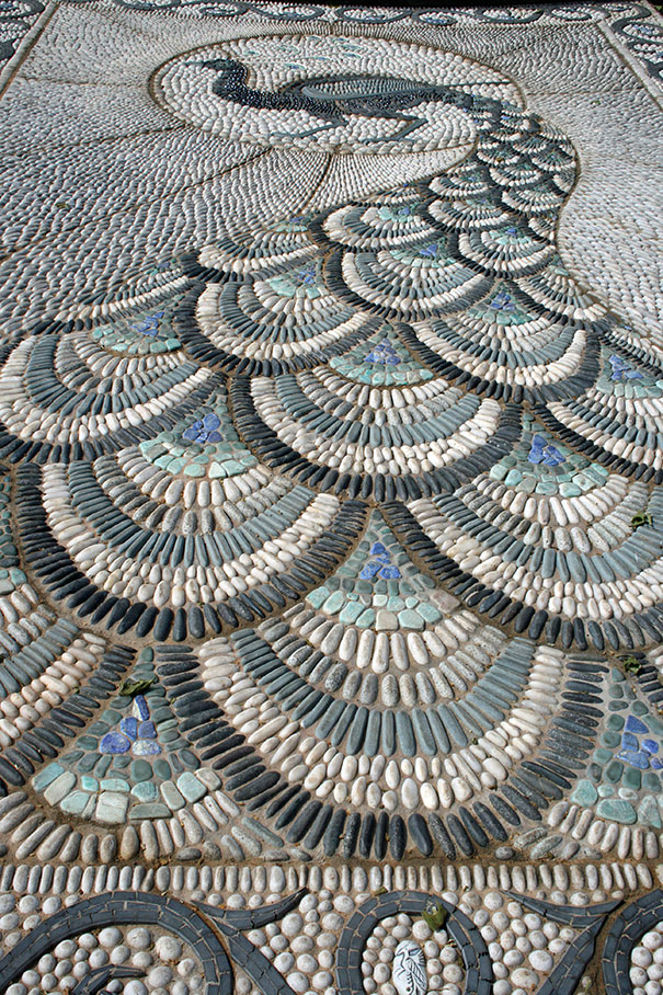 Backyard Landscaping Ideas-15 Magical DIY Pebble Paths That Seem Shaped by The Wind homesthetics (1)