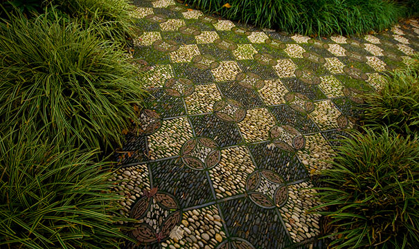 Backyard Landscaping Ideas-15 Magical DIY Pebble Paths That Seem Shaped by The Wind homesthetics (4)