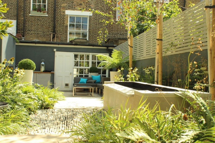 Dense Greenery Complemented by a Rock Texture-Barnsbury Townhouse Garden by Daniel Shea homesthetics (1)