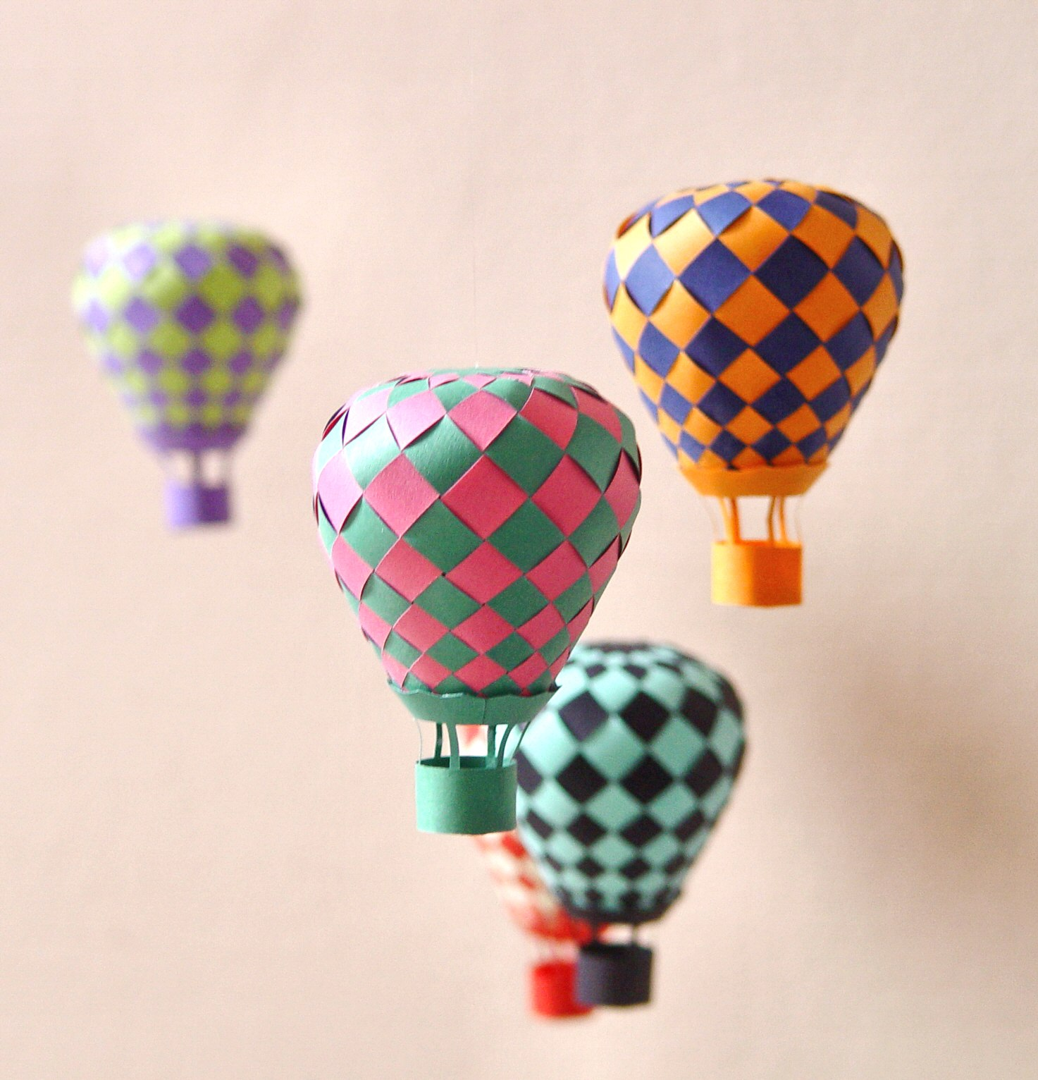 Extraordinary Creative DIY Paper Art Project -Colorful Hot Air Balloon Mobile homesthetics decor (6)
