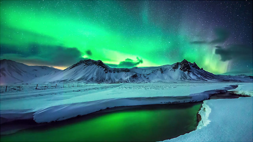 Spectacular and Mesmerizing Aurora Borealis Over Two Lands- Greenland And Iceland homesthetics (2)