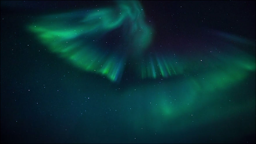 Spectacular and Mesmerizing Aurora Borealis Over Two Lands- Greenland And Iceland homesthetics (6)
