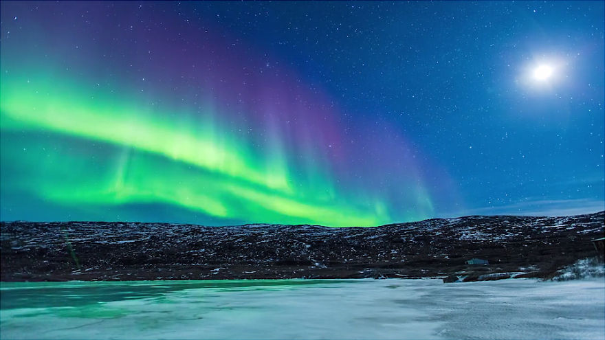 Spectacular and Mesmerizing Aurora Borealis Over Two Lands- Greenland And Iceland homesthetics (7)