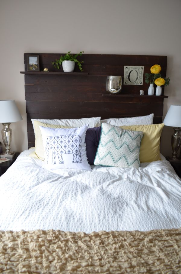 Wooden pallet DIY headboard
