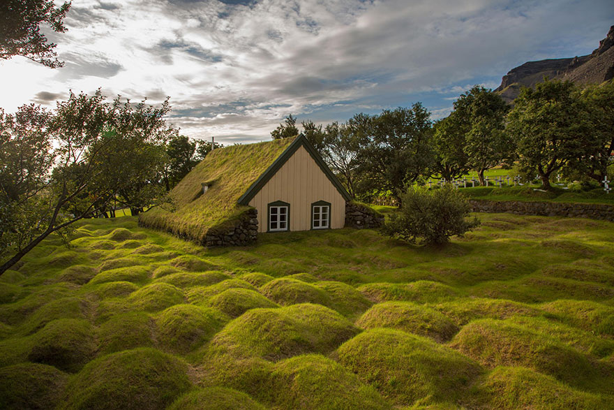20 Perfect Lonely Little Houses Blending in Nature For The Quiet Calm Solitary Souls  homesthetics (17)