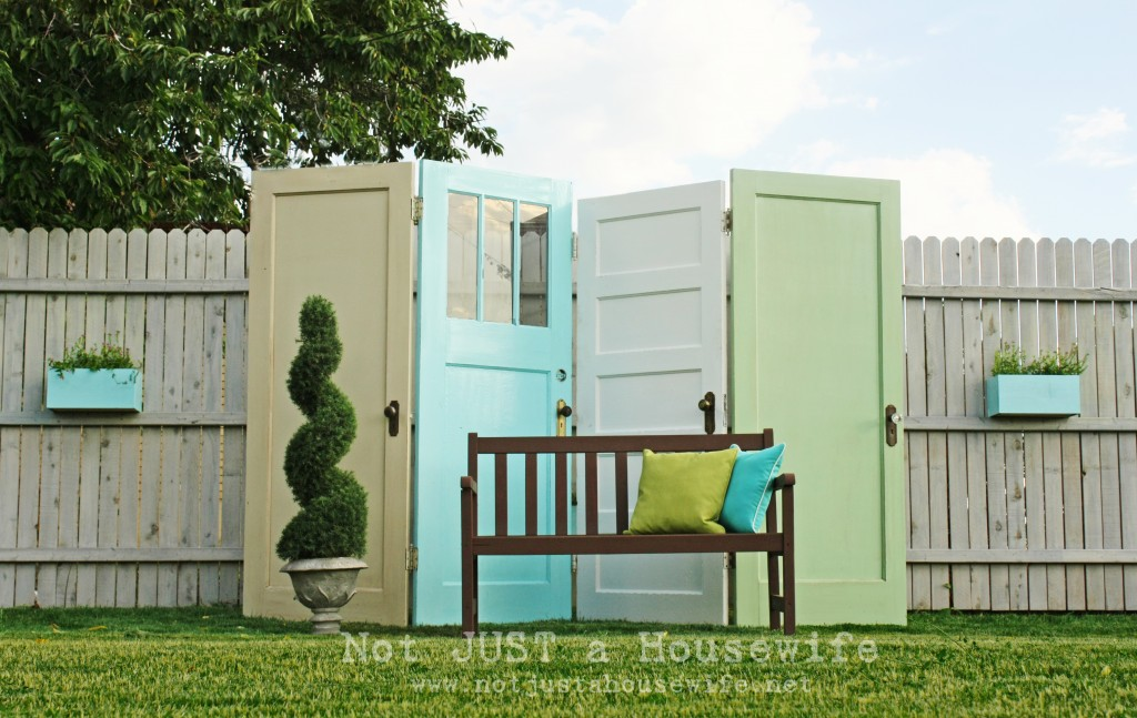 30 Fun Ideas On How To Recycle Doors-homesthetics.net (49)