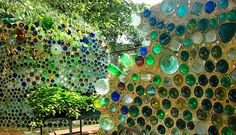 32 Insanely Beautiful Upcycling Projects For Your Home -Recycled Glass Bottle Projects homesthetics decor (5)