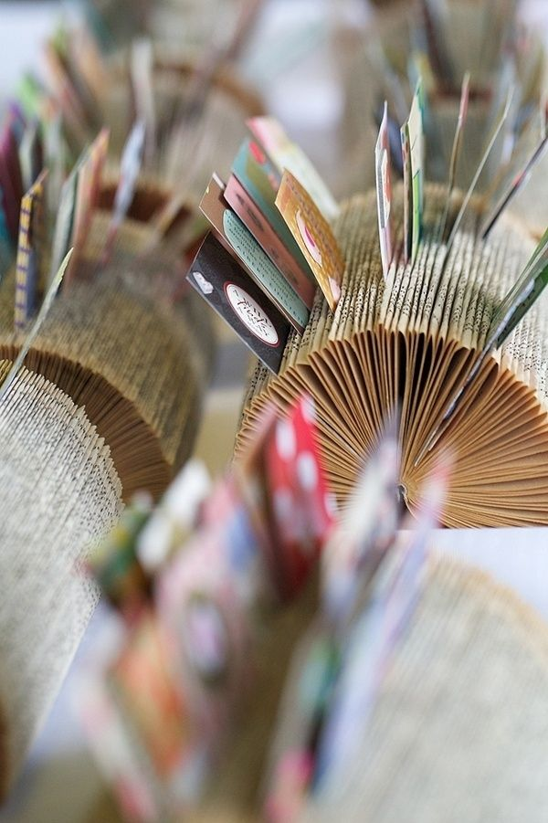 35 Sensible Vintage-Like DIY Book Paper Decoration Projects For Your Home homesthetics decor (10)