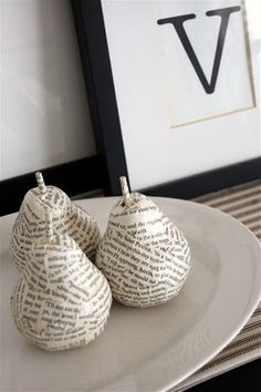 35 Sensible Vintage-Like DIY Book Paper Decoration Projects For Your Home homesthetics decor (8)