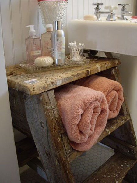 Add Glamour With Small Vintage Bathroom Idea (18)