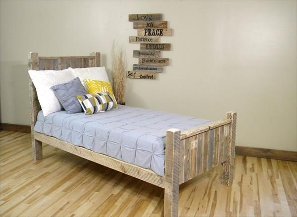 Creatively Recycling Ideas-Top 20 Pallet Beds -homesthetics (22)