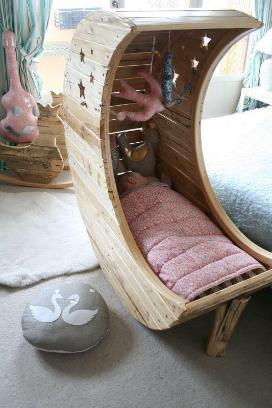 Creatively recycling ideas top 30 diy pallet beds - Deco babybed ...