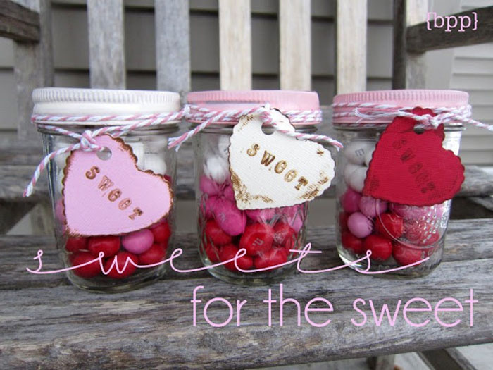 Get Ready For The 14th Of February Early With Valentines Mason Jars-homesthetics.net (1)