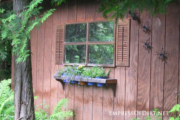 How to Use Old Windows In Your Garden and Yard homesthetics decor (12)