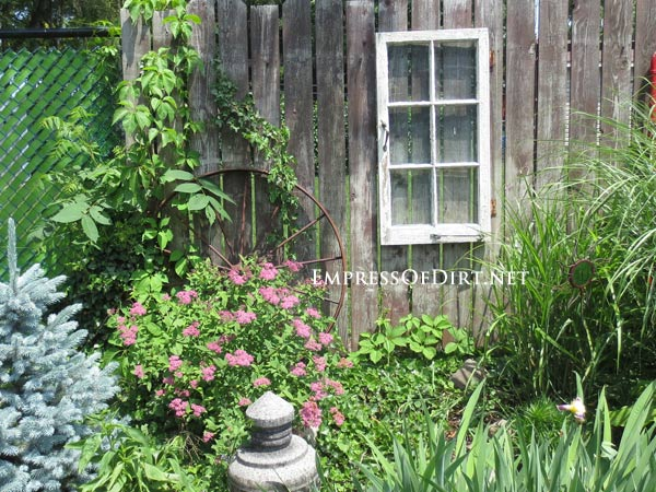 How to Use Old Windows In Your Garden and Yard homesthetics decor (14)
