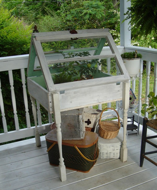 How to Use Old Windows In Your Garden and Yard homesthetics decor (16)