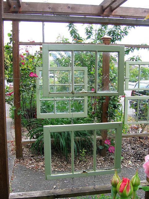 How to Use Old Windows In Your Garden and Yard homesthetics decor (3)