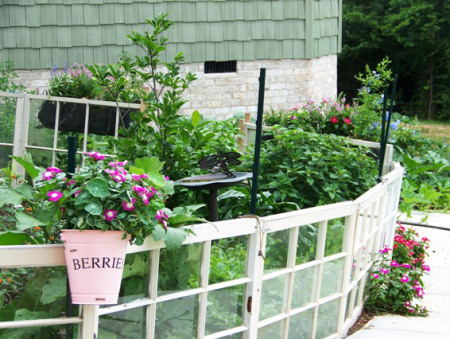 How to Use Old Windows In Your Garden and Yard homesthetics decor (4)