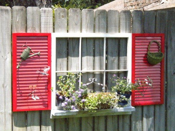 How to Use Old Windows In Your Garden and Yard homesthetics decor (9)