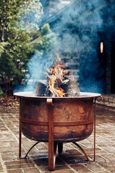 Plan Your Backyard Landscaping Design Ahead With These 35 Smart DIY Fire Pit Projects homesthetics backyard designs (12)