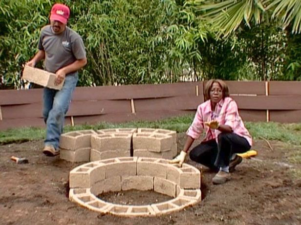 Plan Your Backyard Landscaping Design Ahead With These 35 Smart DIY Fire Pit Projects homesthetics backyard designs (19)