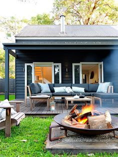 Plan Your Backyard Landscaping Design Ahead With These 35 Smart DIY Fire Pit Projects homesthetics backyard designs (20)