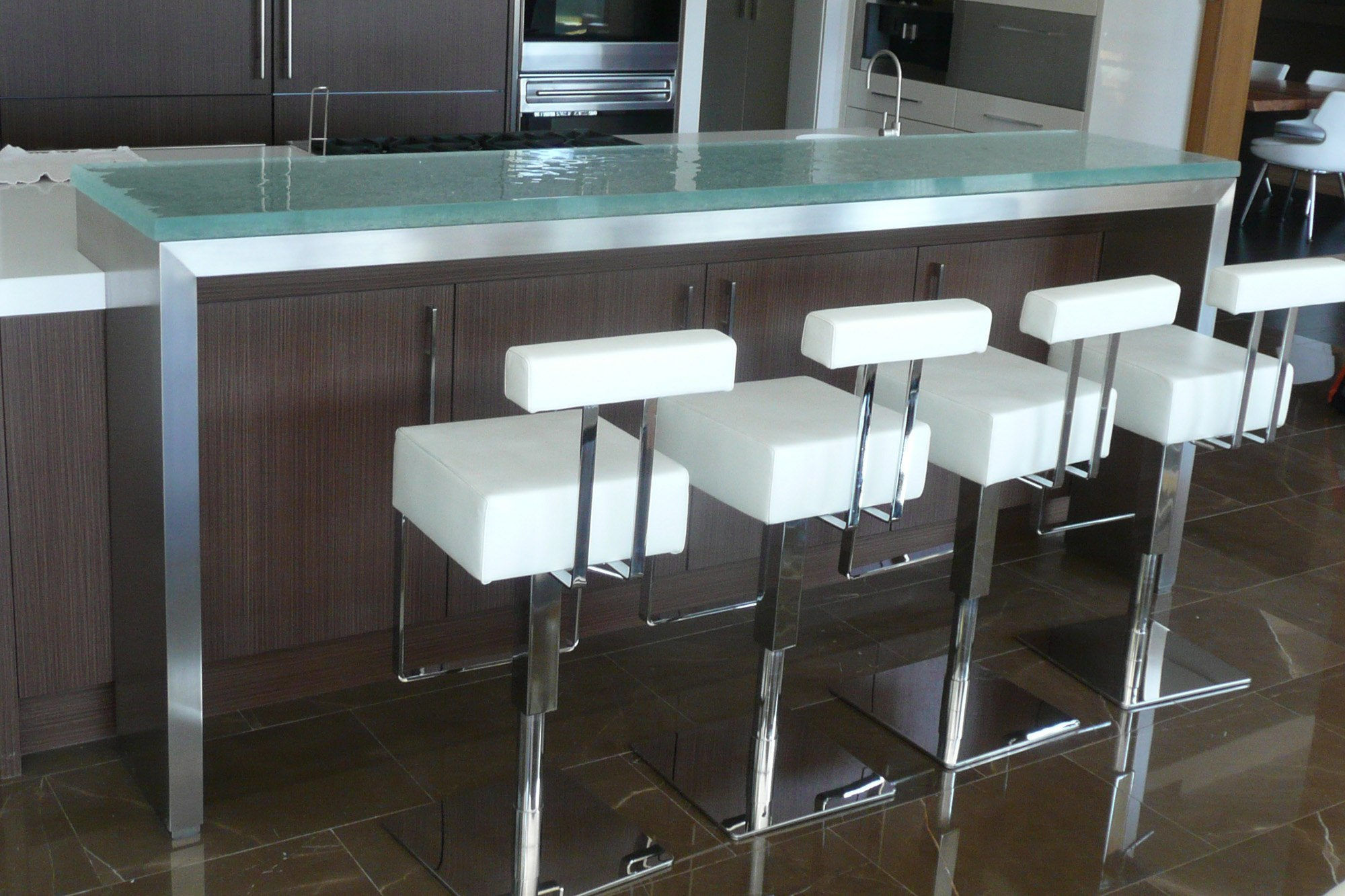 The Ultimate Luxury Touch For Your Kitchen Decor - Glass Countertops homesthetics (11)