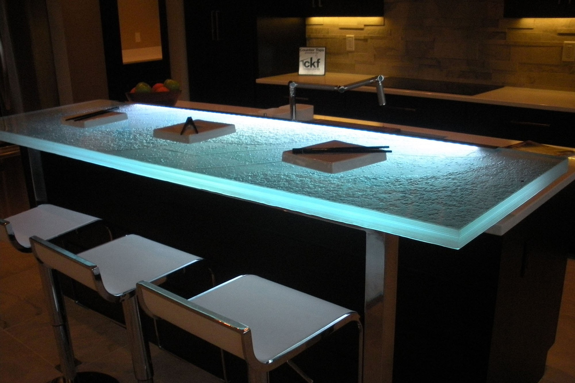 The Ultimate Luxury Touch For Your Kitchen Decor - Glass Countertops homesthetics (14)
