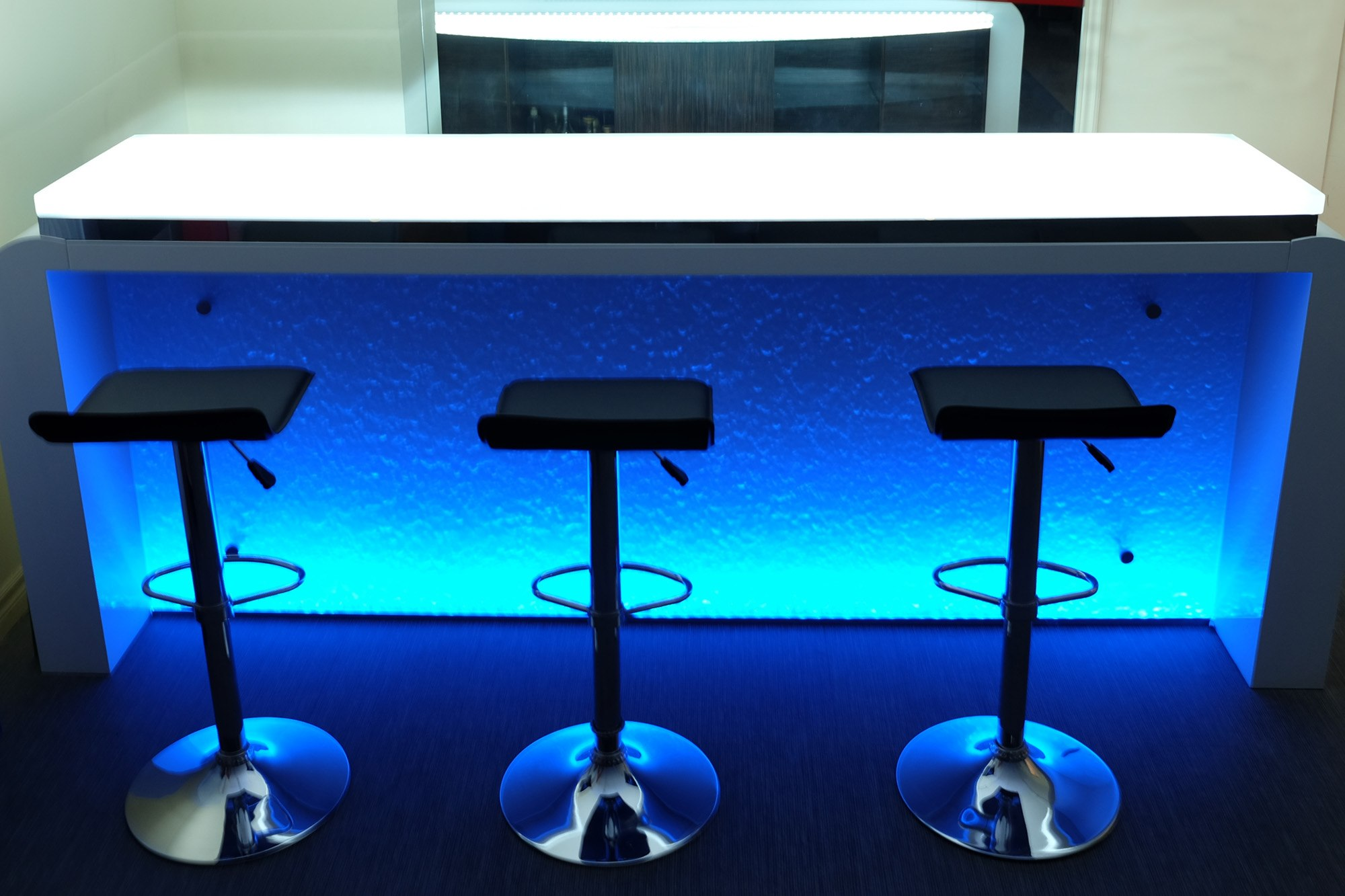 The Ultimate Luxury Touch For Your Kitchen Decor - Glass Countertops homesthetics (5)