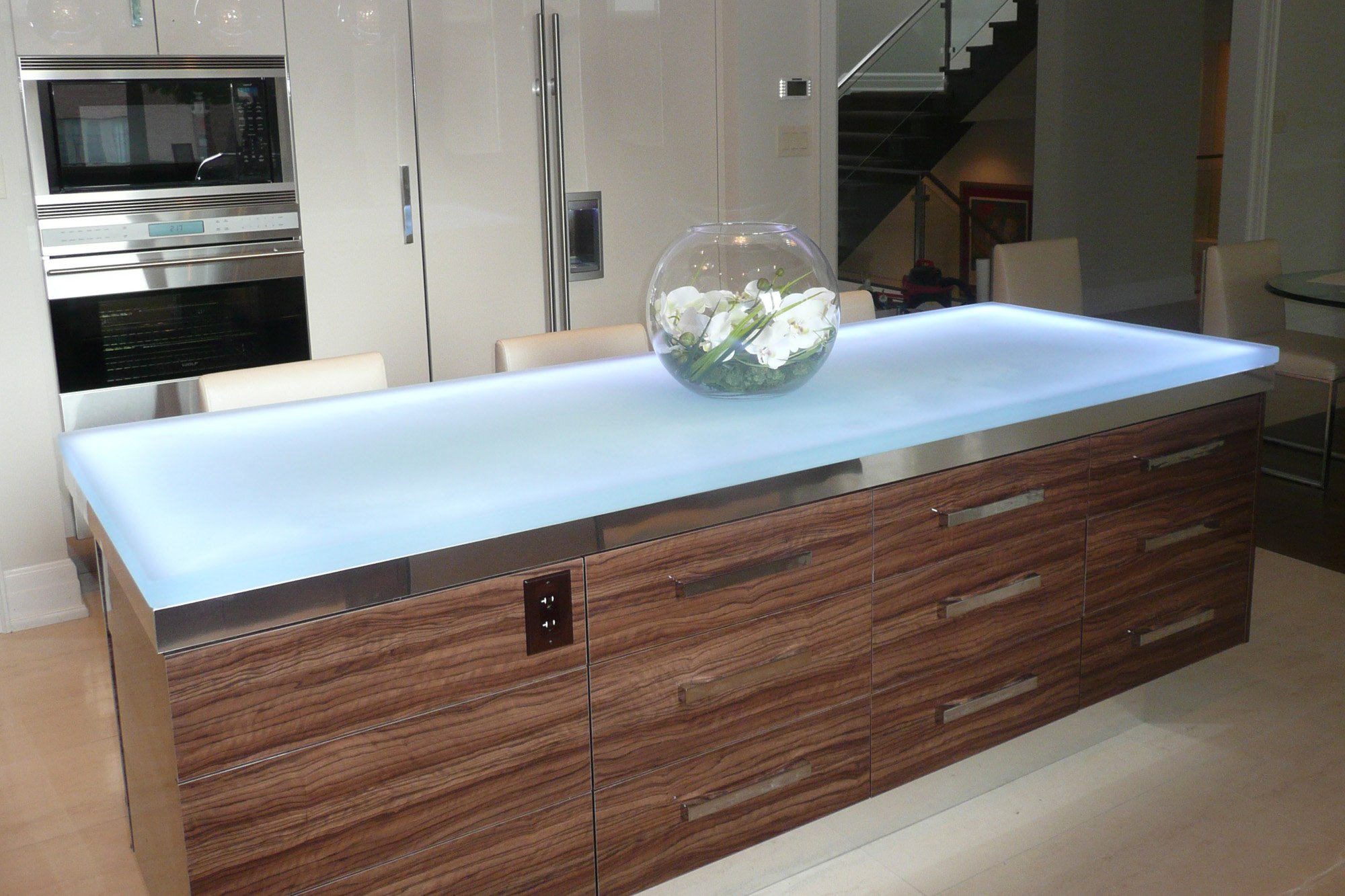 The Ultimate Luxury Touch For Your Kitchen Decor - Glass Countertops homesthetics (9)