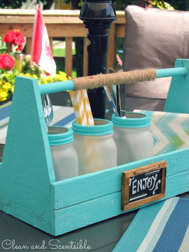 A JAR PICNIC CADDY