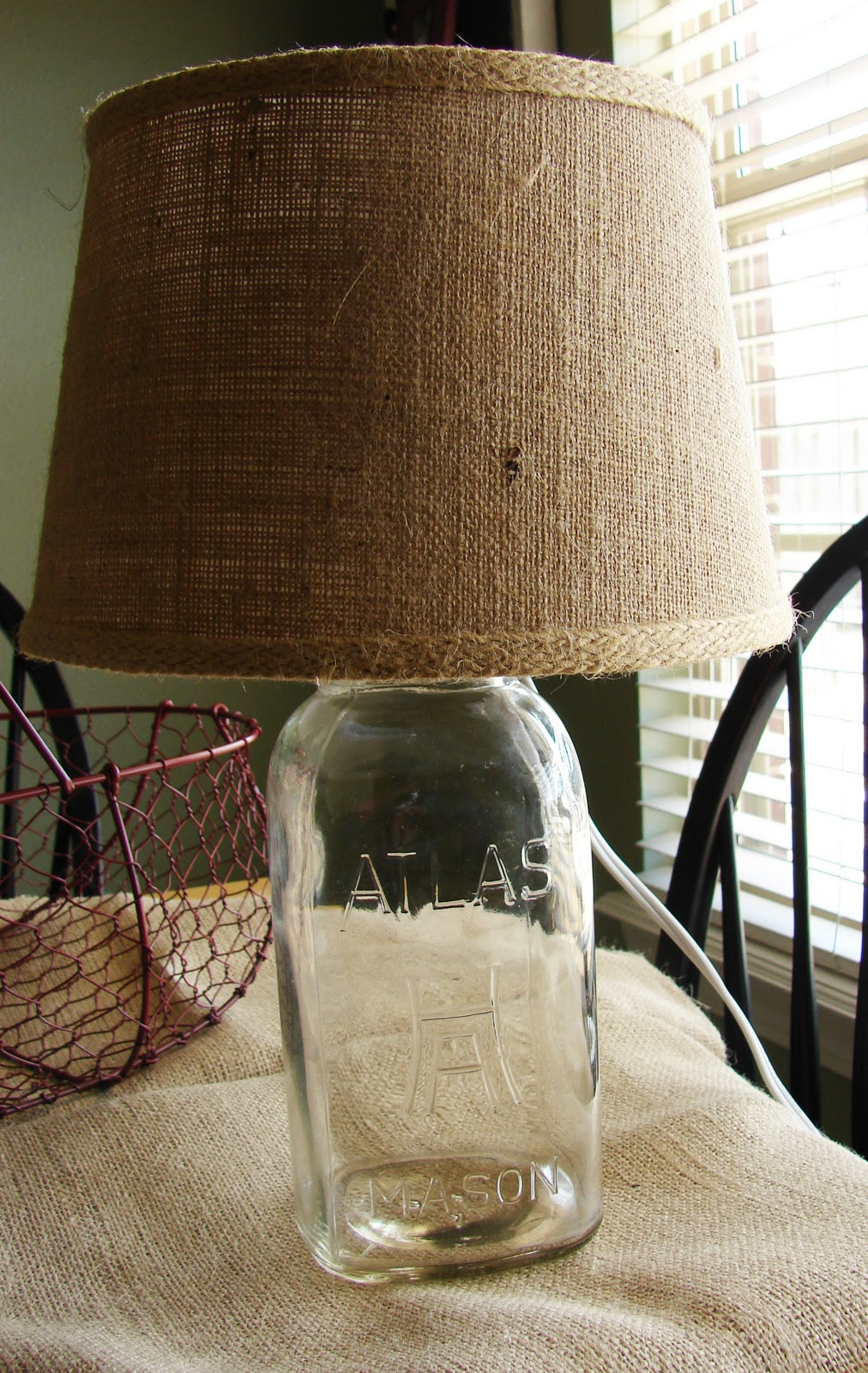 MAKE MASON JAR A LAMP