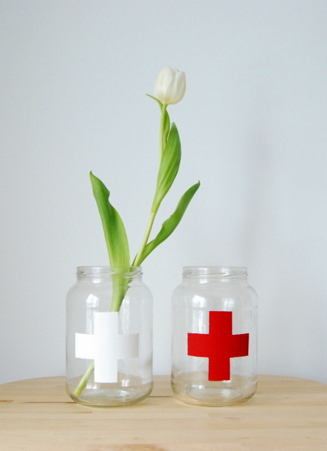 MAKE A CROSS VASE