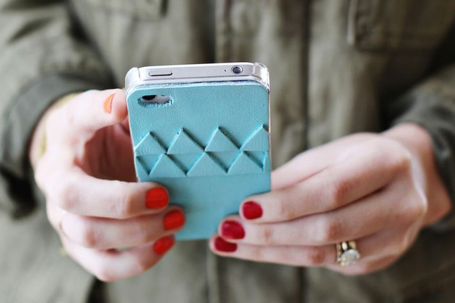 Accessorize And Decorate With These 25 DIY Phone Cases-homesthetics.net (10)