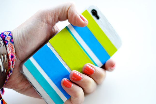 Accessorize And Decorate With These 25 DIY iPhone Cases-homesthetics.net (16)