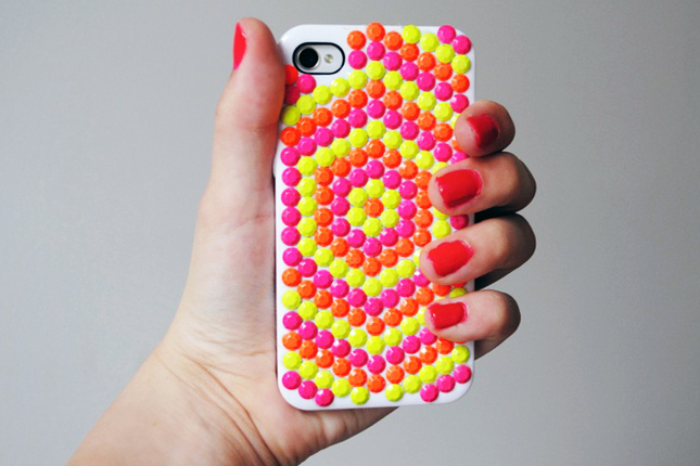 Accessorize And Decorate With These 25 DIY iPhone Cases-homesthetics.net (2)