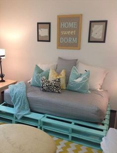 Colorful Upcycling Furniture Projects (2)